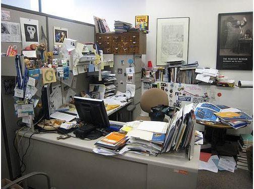 de-cluttering-office
